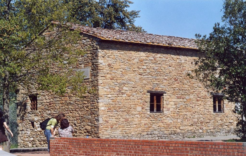 Leonardo da Vinci: Childhood and Youth. Casa Leonardo, the house where Leonardo da Vinci is believed to have grown up. It is situated alongside Via di Anchiano, 3 km north of Vinci, in Tuscany, Italy - By User:Lucarelli (Own work) [Public domain], via Wikimedia Commons