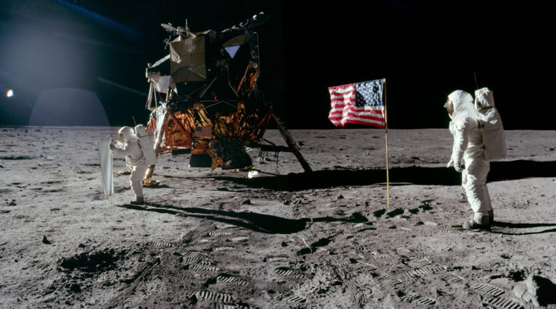 the best wallpapers of the apollo 11 mission in 4k and other curiosities