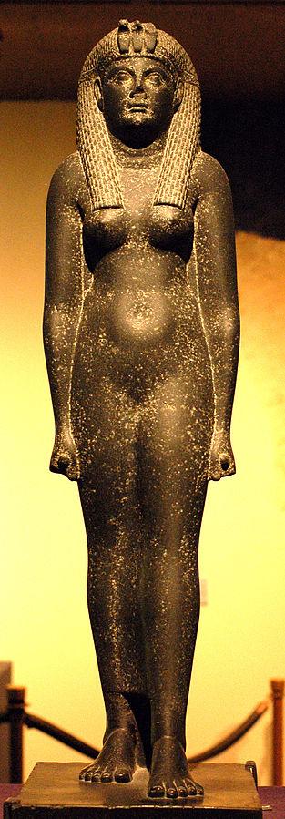 Estatua de Cleopatra del Museo Egipcio Rosacruz en EEUU