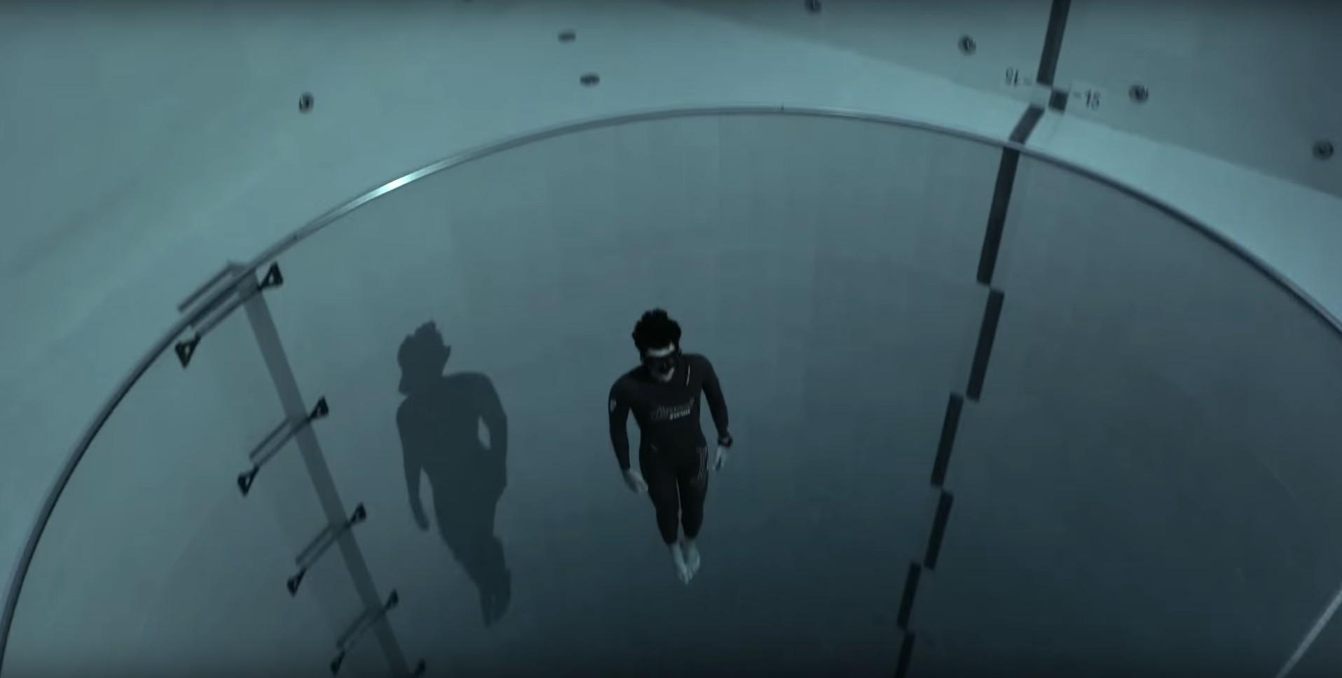 Un salto de 40 metros en la piscina más profunda del mundo