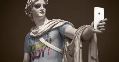 Léo Caillard, Alexis Persani y los hipsters de piedra