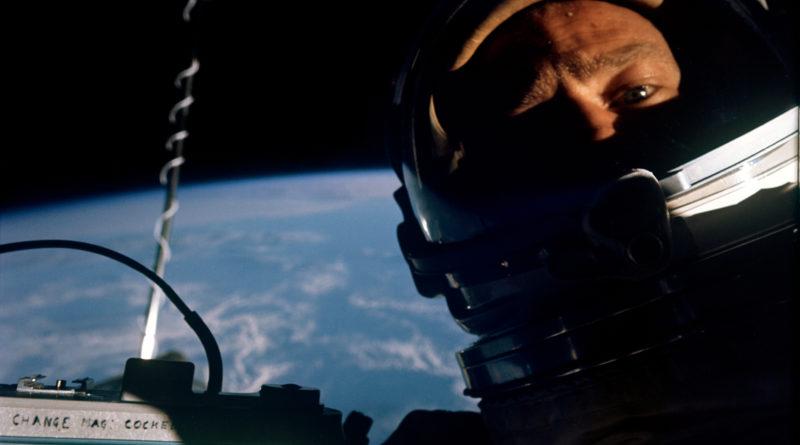 Space selfies: autofotos hechas en el espacio (1966-2018)