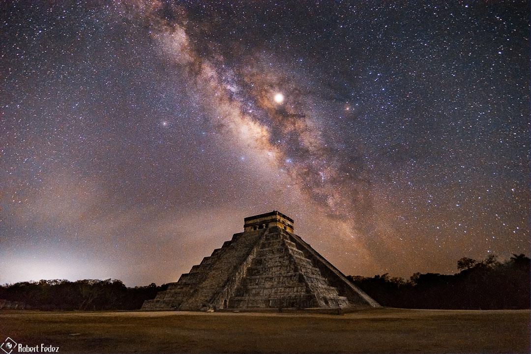 Vía Láctea sobre una pirámide maya de Yucatán, México | Autoría de la imagen y Copyright: Robert Fedez